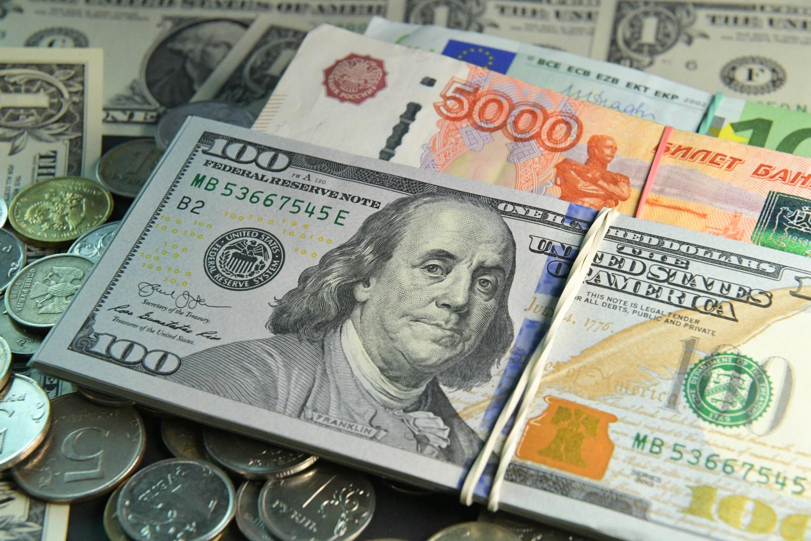 المستثمرون يواصلون استثمار أموالهمفي السندات الروسية رغم التهديد بفرض عقوبات