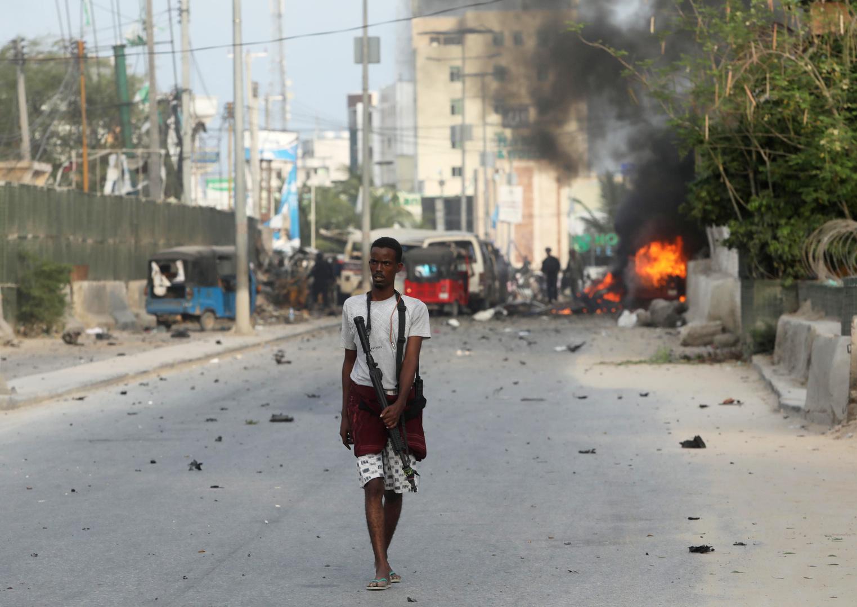 بينهم مسؤول رفيع.. قتلى وجرحى جراء تفجير انتحاري أمام مسجد جنوب الصومال