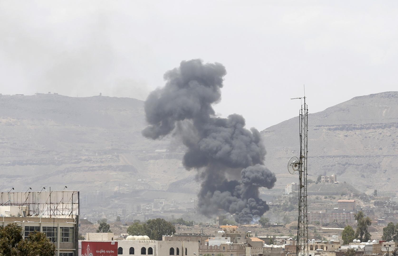 مسؤول عسكري يمني: التحالف يقصف أهدافا في صنعاء