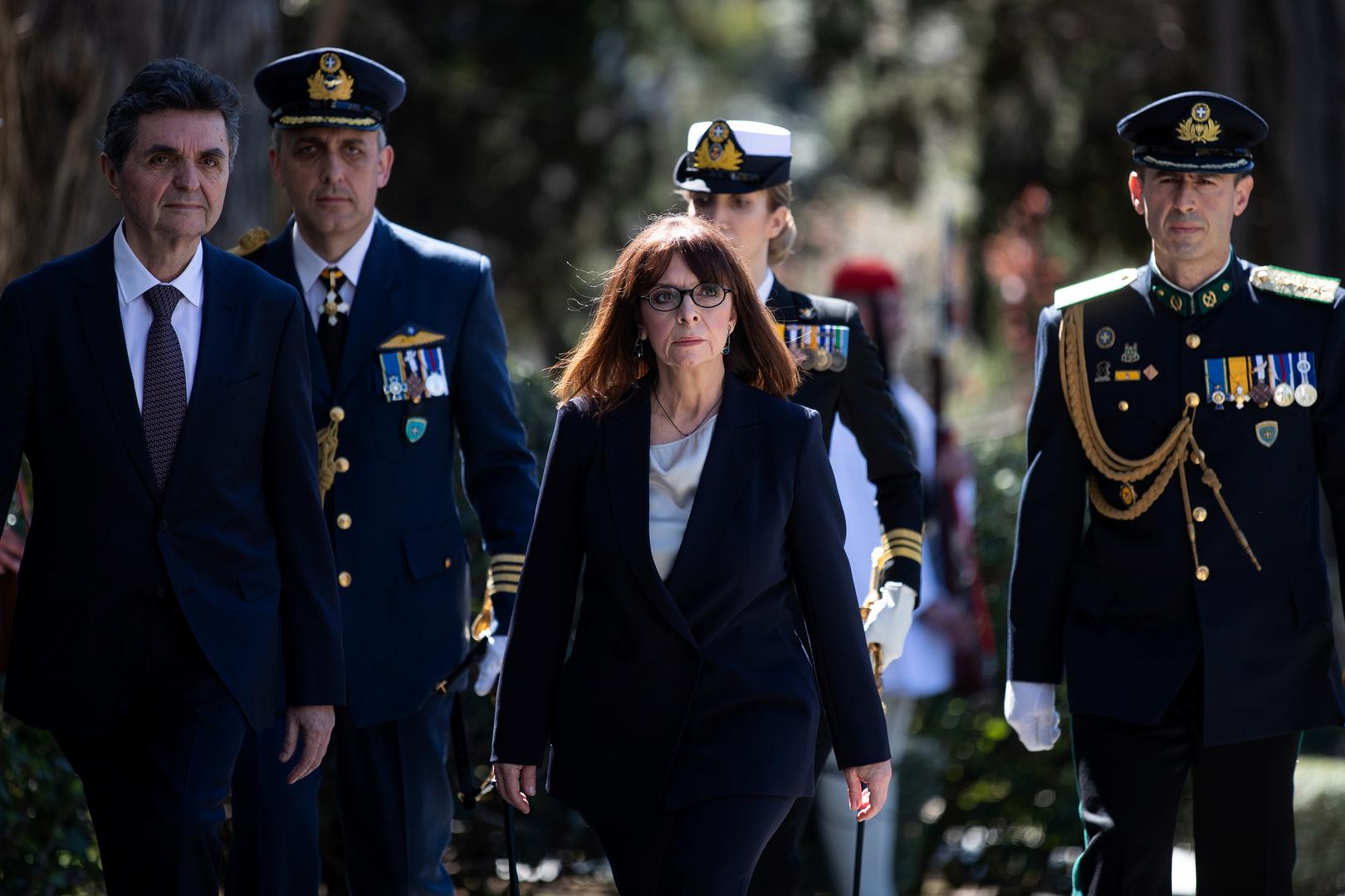 وسط التوتر.. رئيسة اليونان تزور جزيرة قريبة من سواحل تركيا