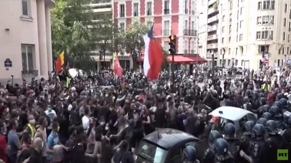 باريس.. صدامات بين الشرطة والسترات الصفراء