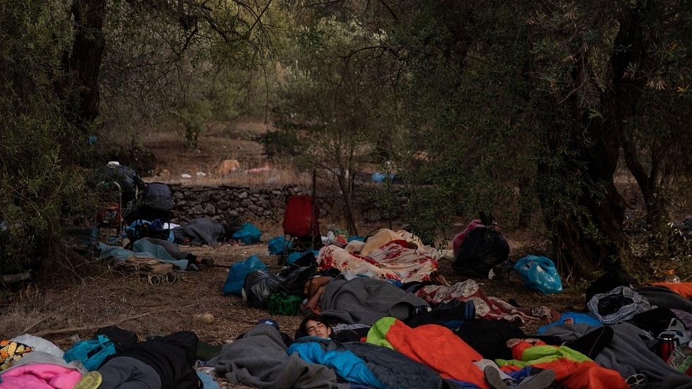لاجئون ينامون في العراء بعد احتراق مخيمهم في اليونان - أرشيف