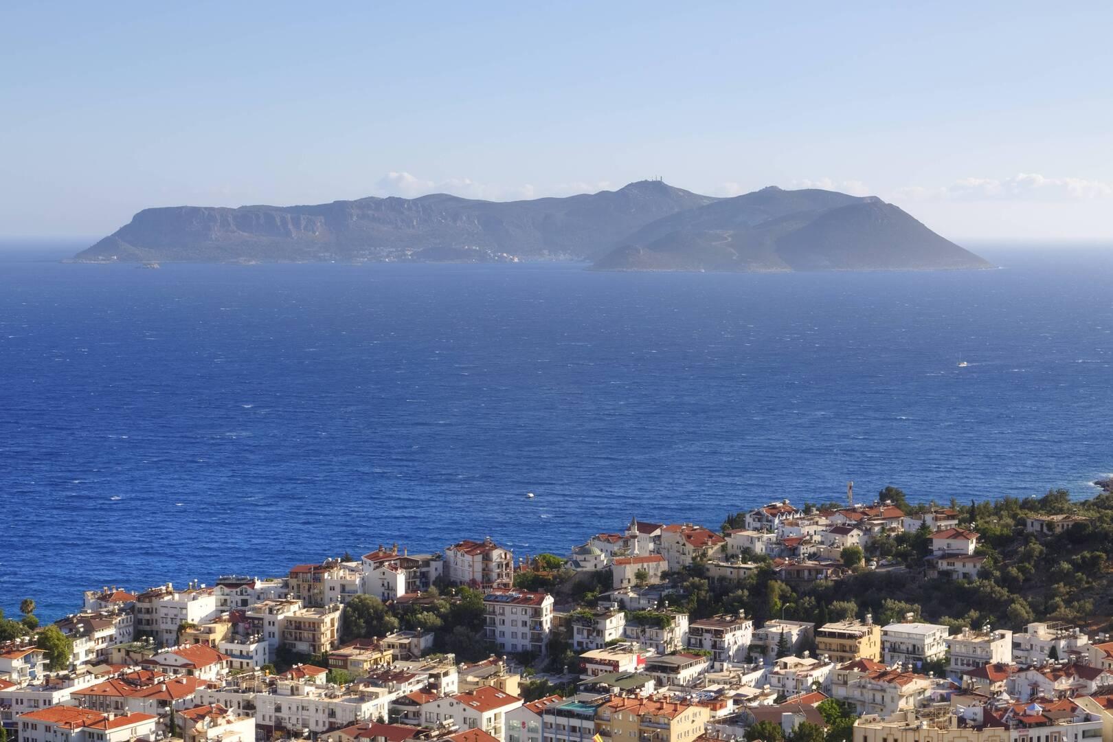 جزيرة كاستيلوريزو اليونانية