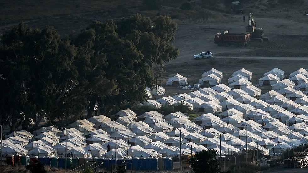 اليونان تعد بإنشاء مركز دائم للمهاجرين بعد حريق ليسبوس