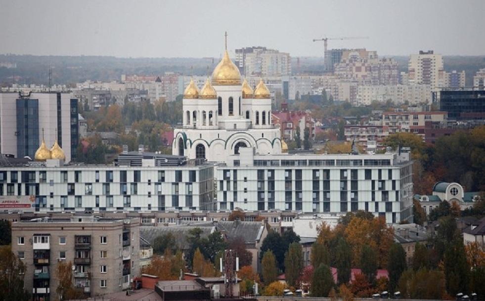 روسيا.. 5 شبان غسلوا أحذيتهم في نبع مقدس قرب كاتدرائية أرثوذكسية في كالينينغراد