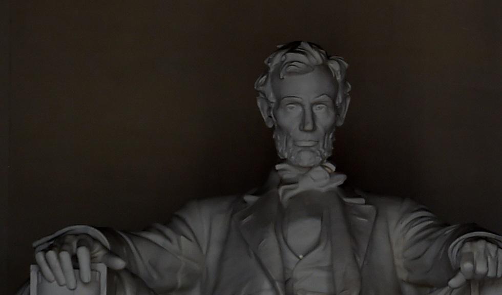 بيع خصلة من شعر أبراهام لينكولن في المزاد بأكثر من 80 ألف دولار