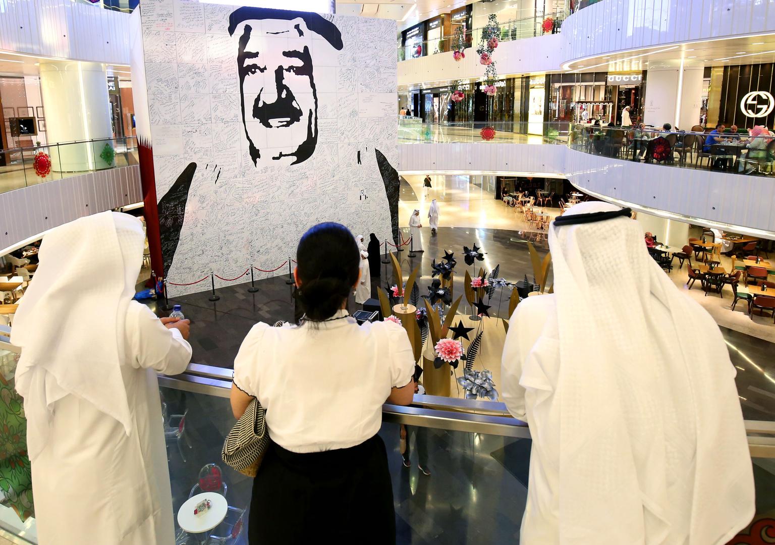 فجر السعيد تتساءل: أين صورة الأمير الحالي الشيخ صباح الأحمد؟