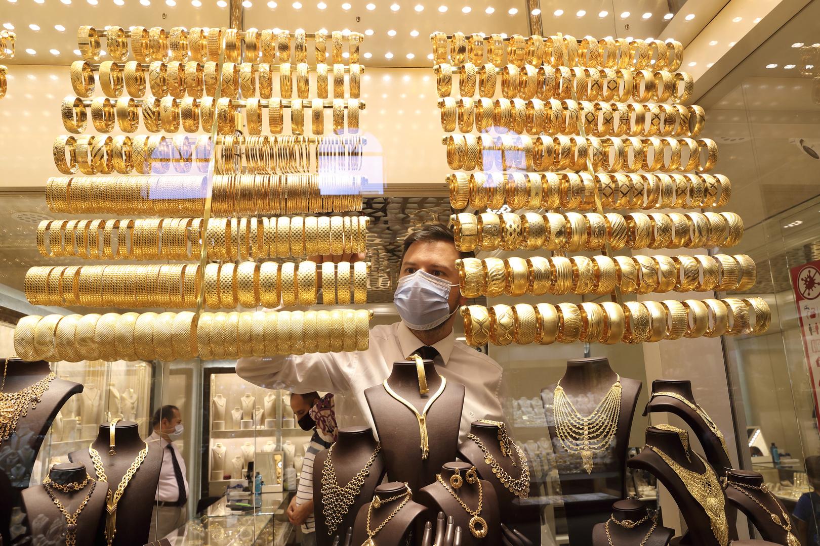 صحيفة: الأتراك يتسابقون على شراء الذهب