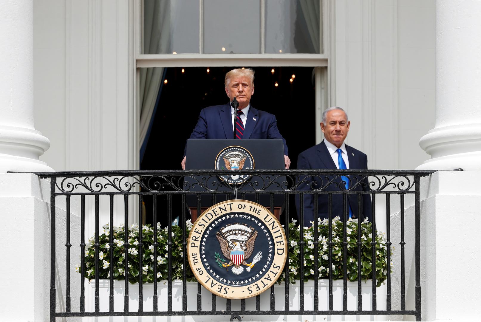 الرئيس الأمريكي، جونالد ترامب، يلقي كلمته من شرفة البيت الأبيض بمناسبة توقيع