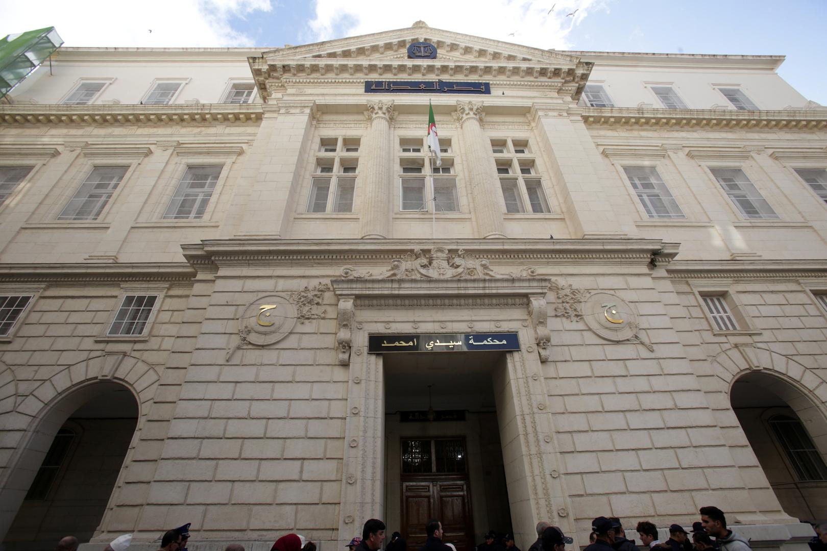 الجزائر.. إدانة وزيرين سابقين بتهم فساد