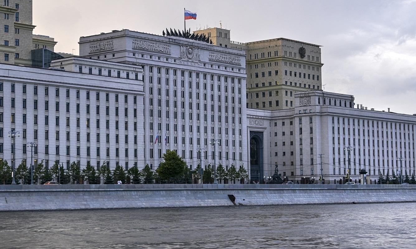 وزارة الدفاع الروسية تطالب بإطلاق يد الأسطول في تحذير السفن المخالفة