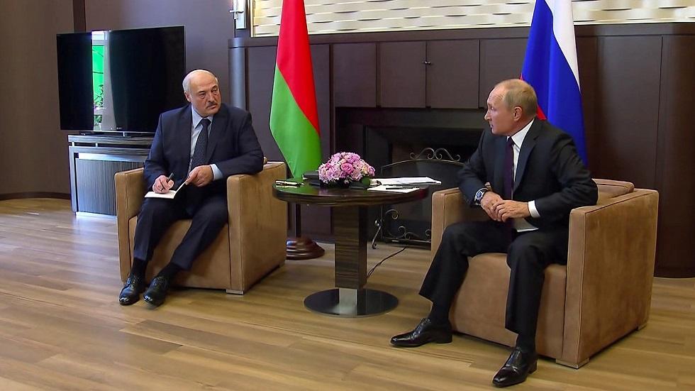 الكرملين ينفي طلبلوكاشينكو أسلحة من بوتين خلال محادثاتهما في سوتشي