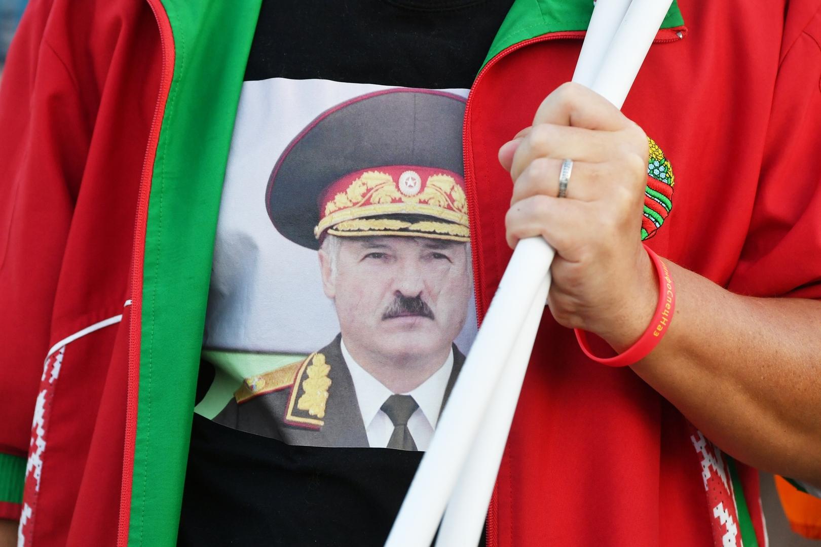 لوكاشينكو يجرد 3 دبلوماسيين من رتبهم على خلفية الاحتجاجات