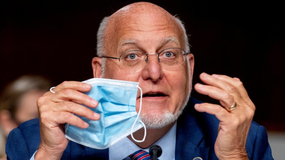 مدير CDC الأمريكية يثير جدلا كبيرا بتصريح حول فعالية أقنعة الوجه مقارنة بلقاح