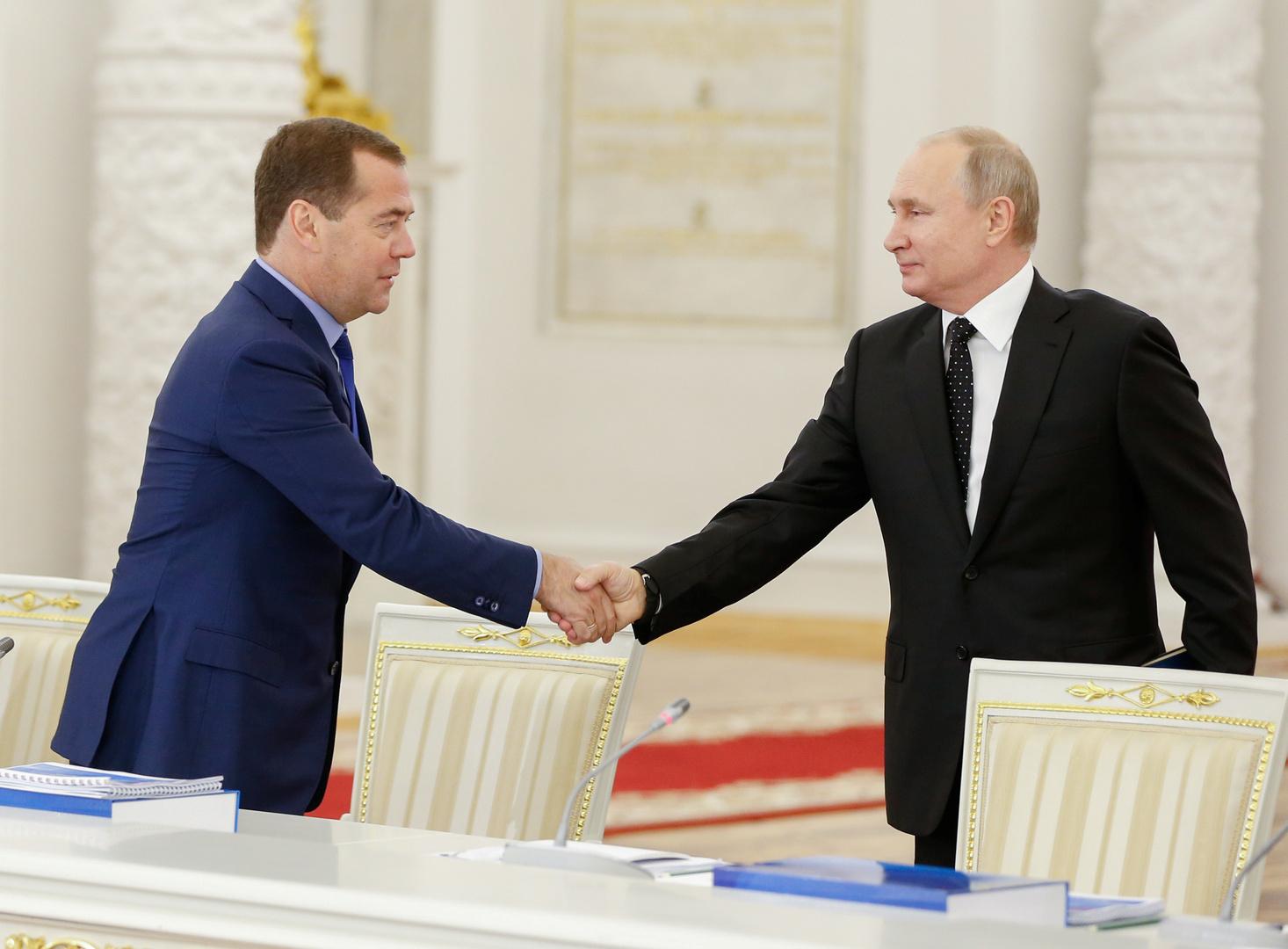بوتين يمنح مدفيديف وسام الاستحقاق الوطني من الدرجة الثالثة