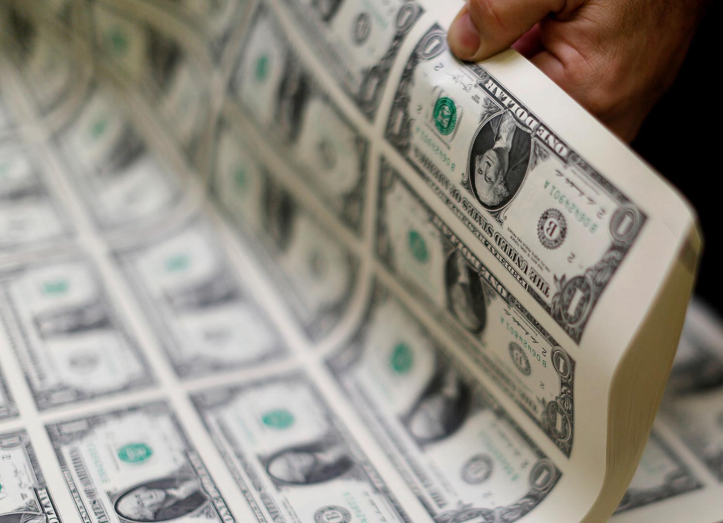 الدولار بصدد تكبد خسارة أسبوعية