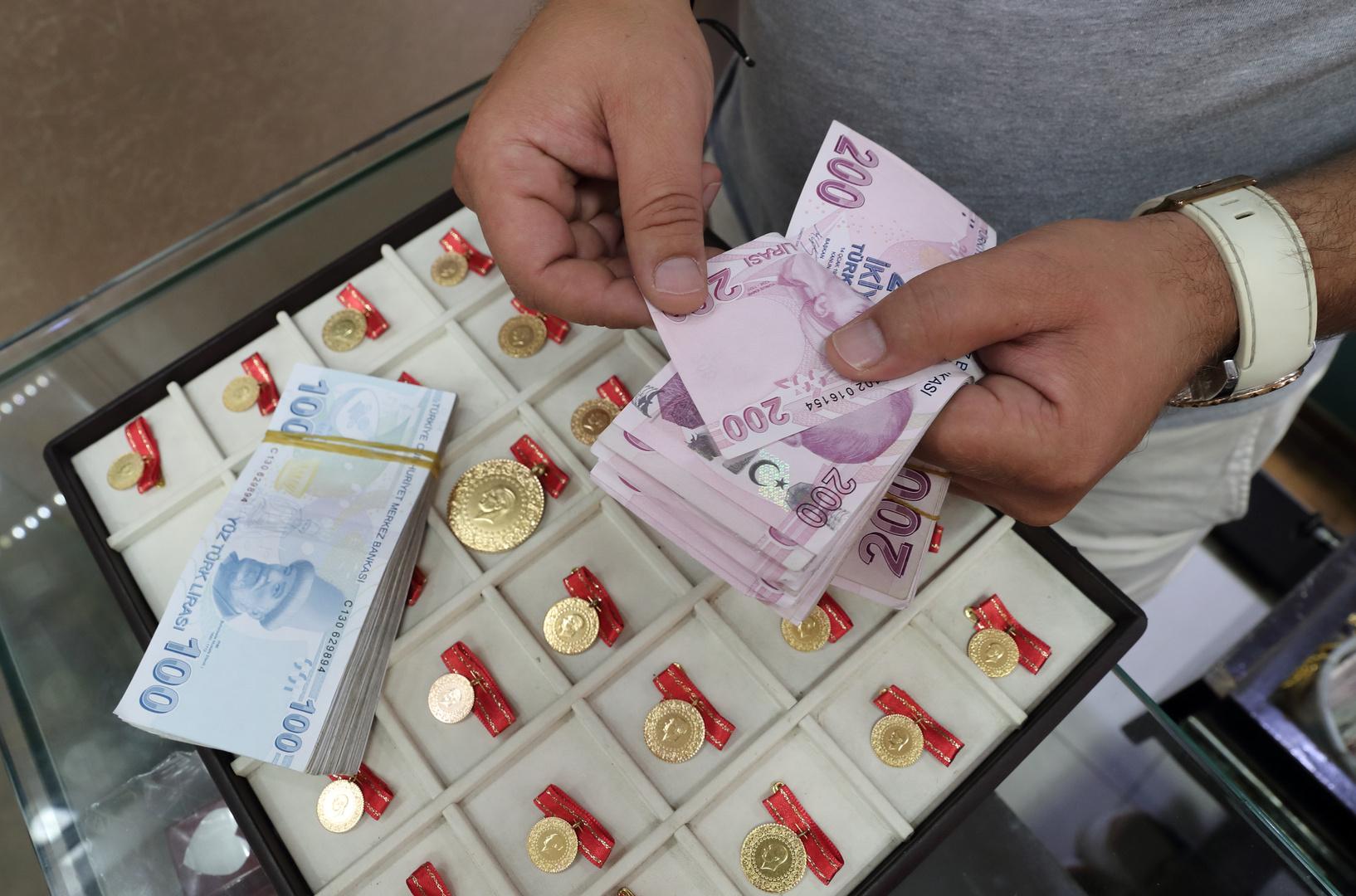 الليرة التركية تلامس قاعا جديدا مقابل الدولار