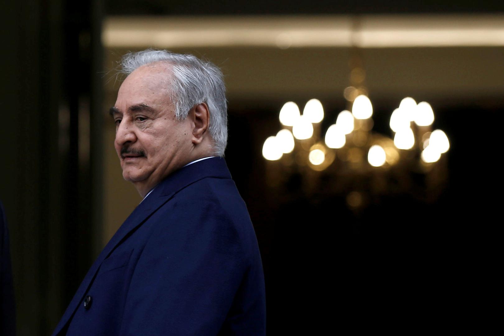 حفتر يعلن استئناف إنتاج وتصدير النفط في ليبيا