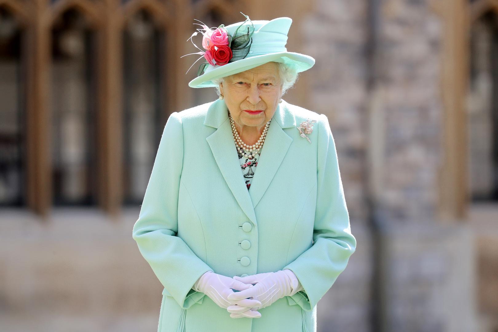 الملكة إليزابيث تجرد هارفي وينشتاين رسميا من وسامه البريطاني
