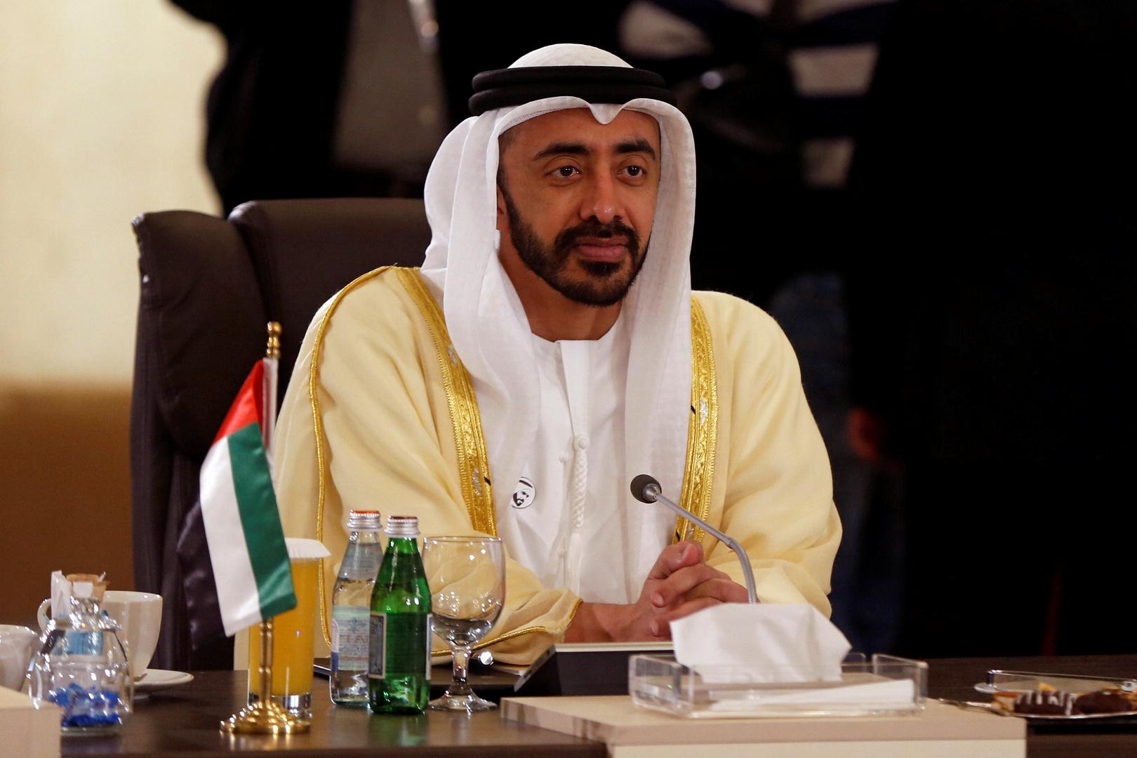 وزير الخارجية الإماراتي يغرد بكلمتين باللغة العبرية