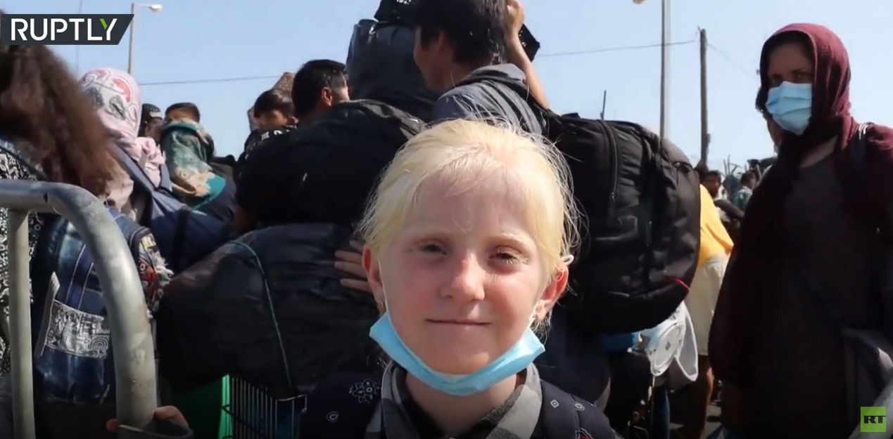 قصة تختصر معاناة المهاجرين بطلتها فتاة أفغانية على جزيرة ليسبوس اليونانية