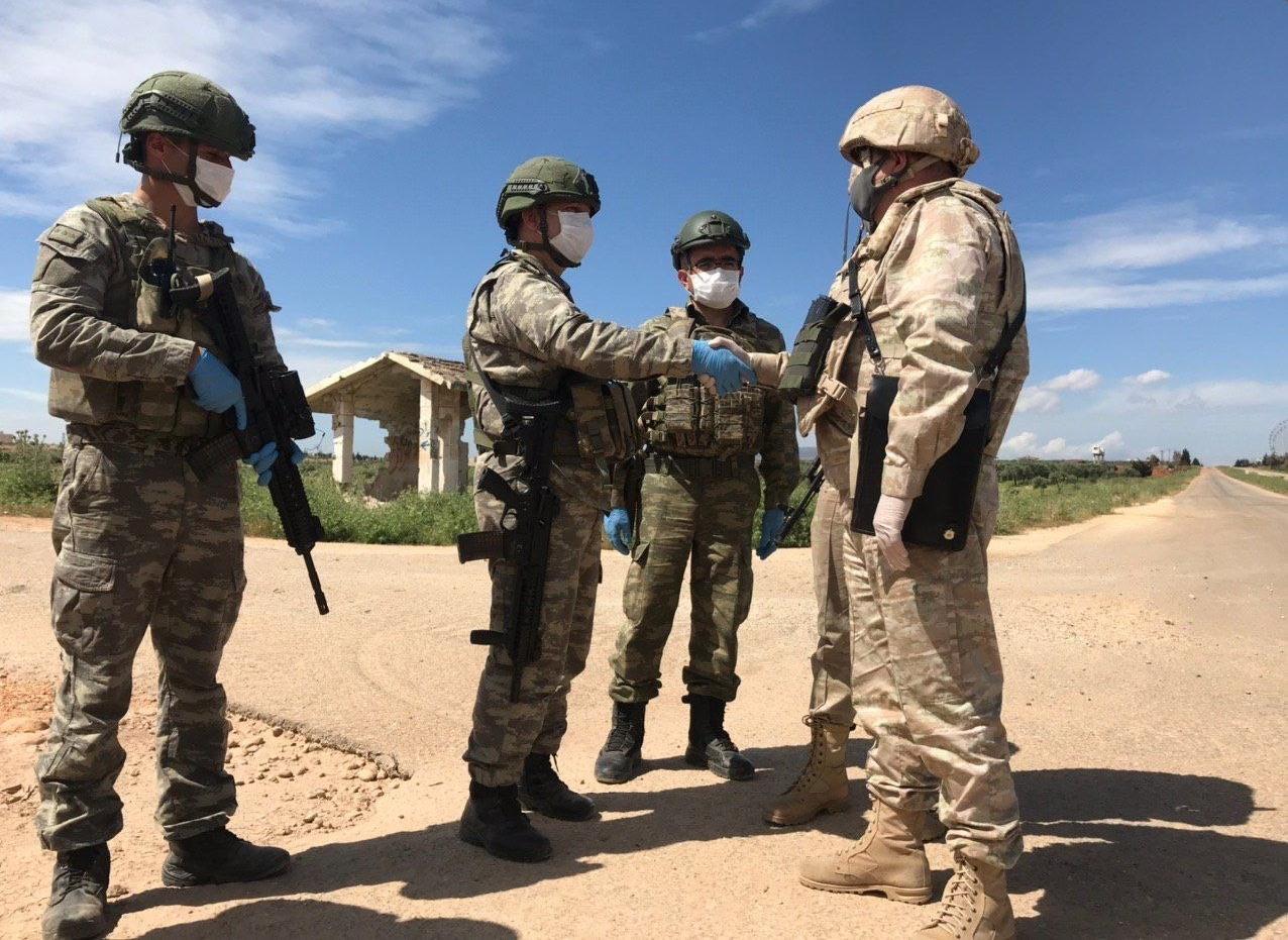 عسكريون روس وأتراك في سوريا