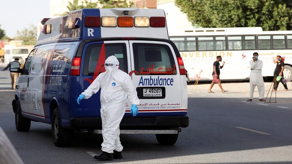 وزير الصحة الإماراتي يتلقى الجرعة الأولى من لقاح فيروس كورونا (صورة)