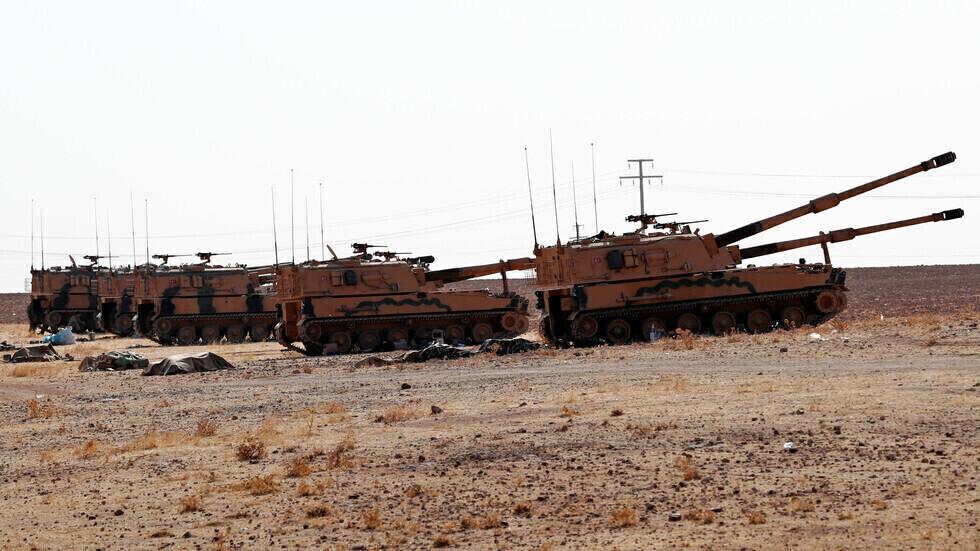 قوات تركية على حدود سوريا.