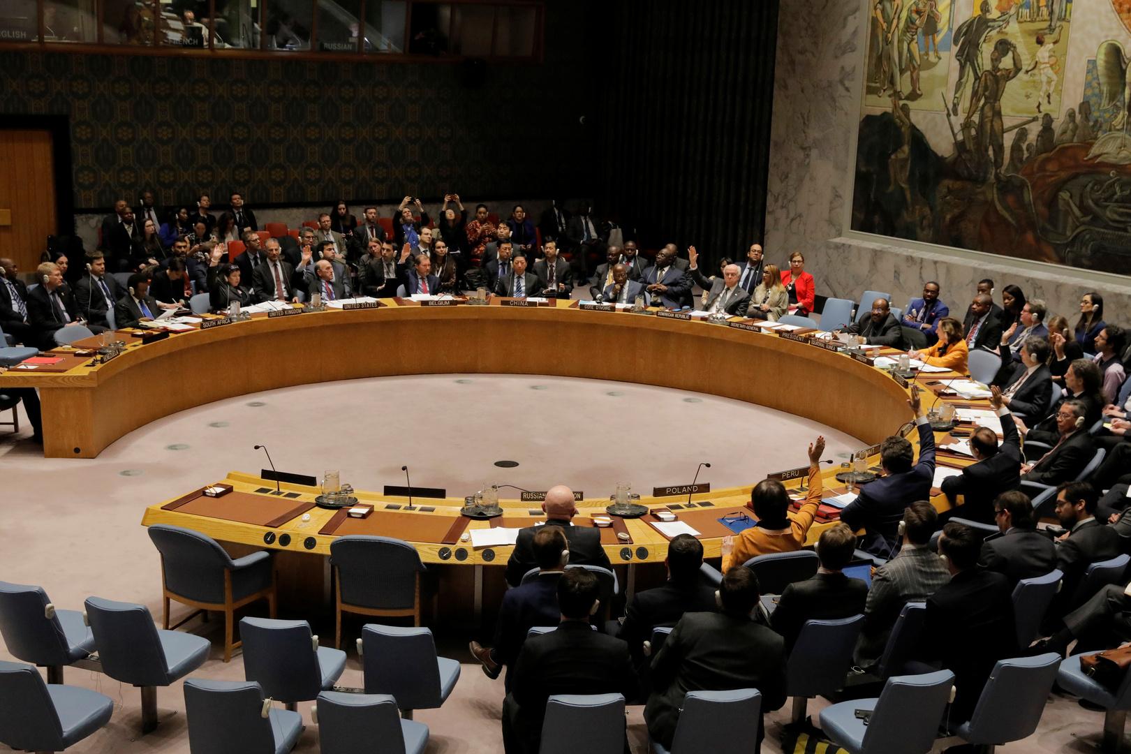 ماذا تعني إعادة واشنطن فرض العقوبات الدولية على إيران؟