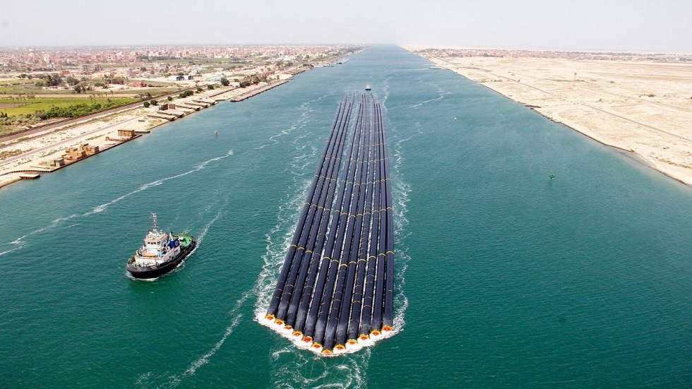 مصر.. نجاح أول عملية عبور من نوعها في تاريخ قناة السويس