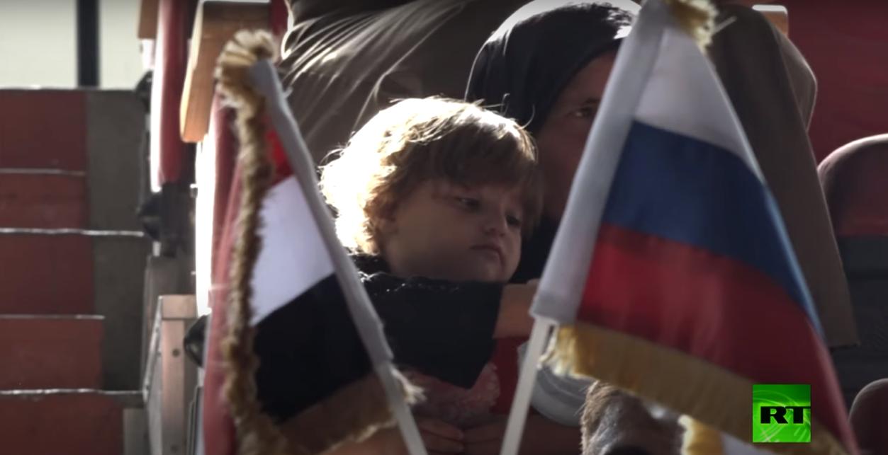 مجلس الأعمال الروسي السوري يوزع مساعدات غذائية لعائلات متضررة من الحرب في حماة السورية