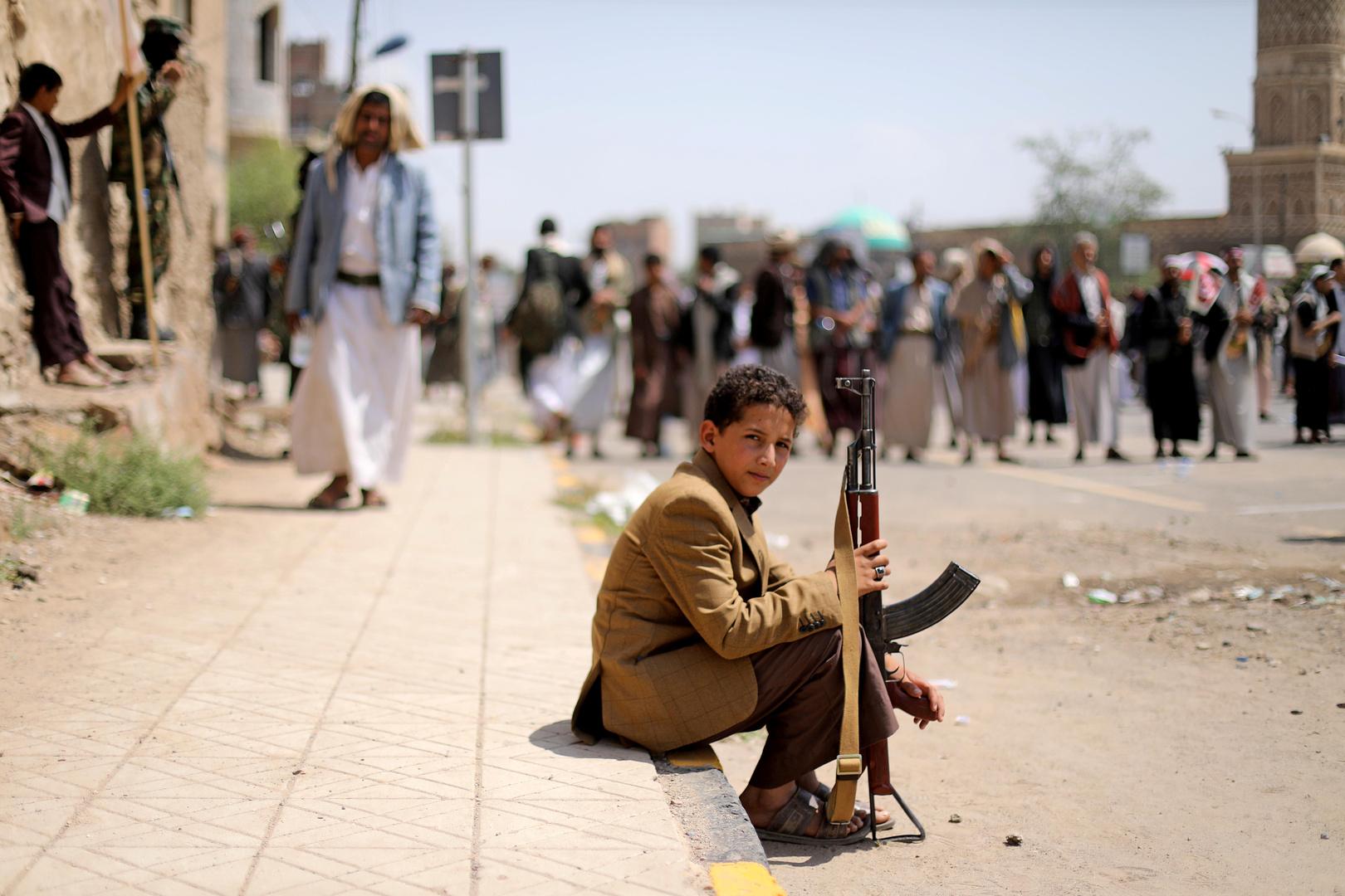 مصادر تكشف عن قضيتين أساسيتين في مفاوضات الحوثيين والحكومة اليمنية بجنيف