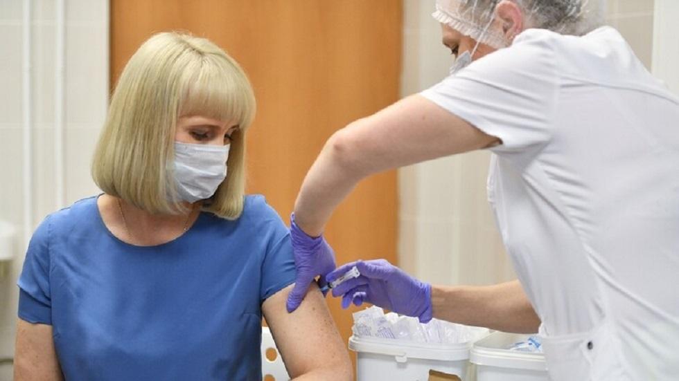 خبير يحدد الأشخاص المعفيين من اللقاح المضاد للفيروس التاجي