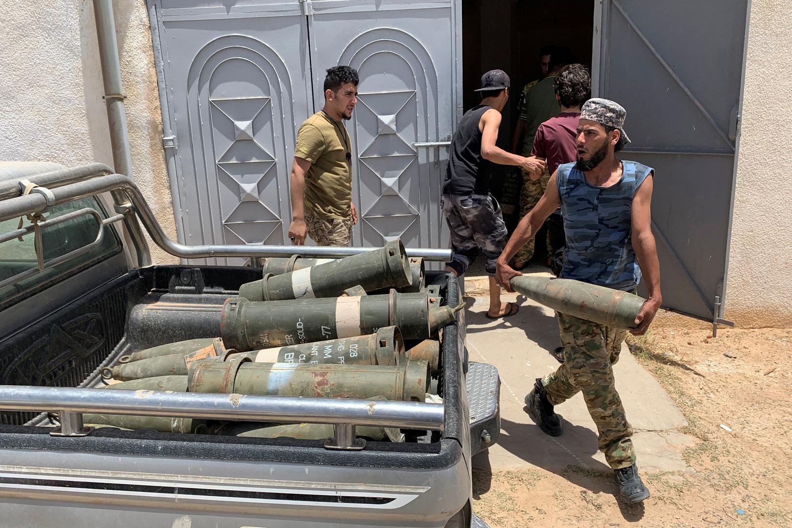 الاتحاد الأوروبي يعاقب مزيدا من الشركات لخرق حظر السلاح على ليبيا