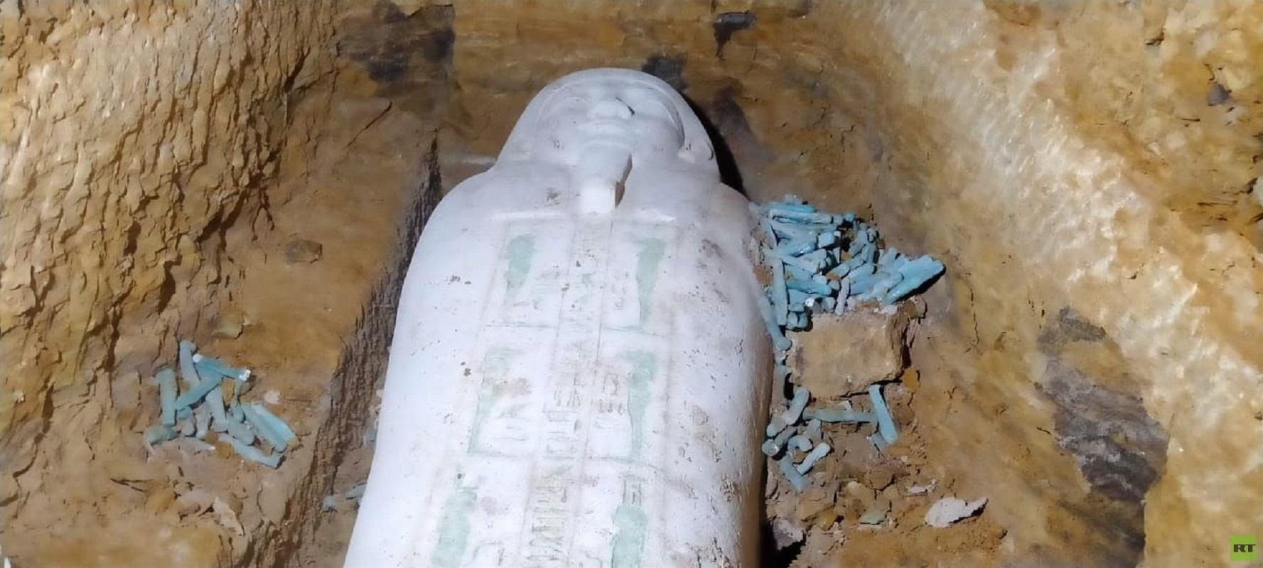 تابوت من الحجر الجيري تم الكشف عنه بمنطقة الغريفة الأثرية في محافظة المنيا المصرية