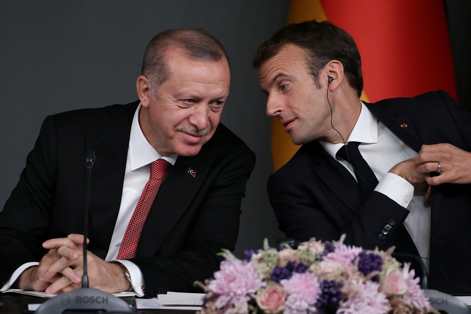 الرئيس الفرنسي، إيمانويل ماكرون، ونظيره التركي، رجب طيب أردوغان.