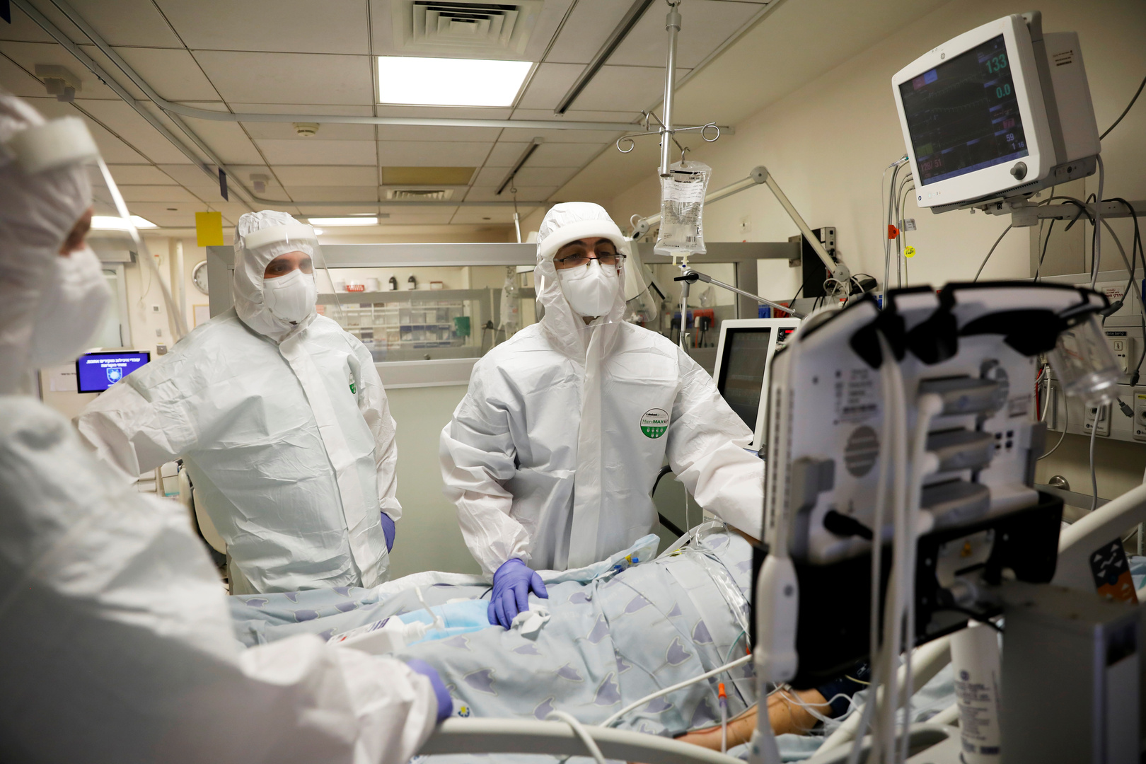 إسرائيل تسجل أعلى حصيلة يومية بإصابات كورونا بلغت 6861 حالة