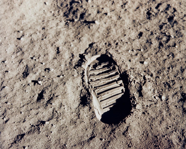 ناسا تكشف موعد هبوط أول امرأة على سطح القمر