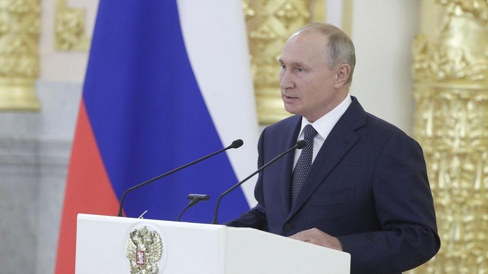 الرئيس الروسي/ فلاديمير بوتين أثناء كلمته أمام أعضاء مجلس الاتحاد (الشيوخ). 23.09.2020