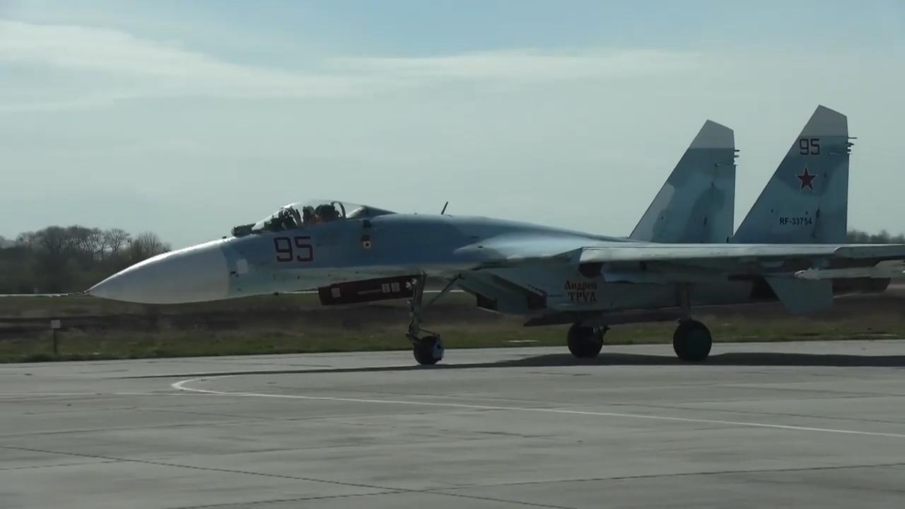 مقاتلة روسية تعترض قاذفة استراتيجية أمريكية