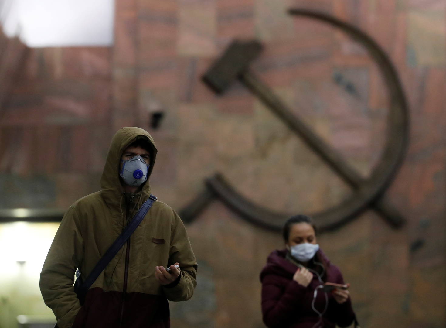 روسيا.. إصابات كورونا اليومية تتخطى الـ7000 وخبراء ينفون وجود موجة ثانية من الوباء