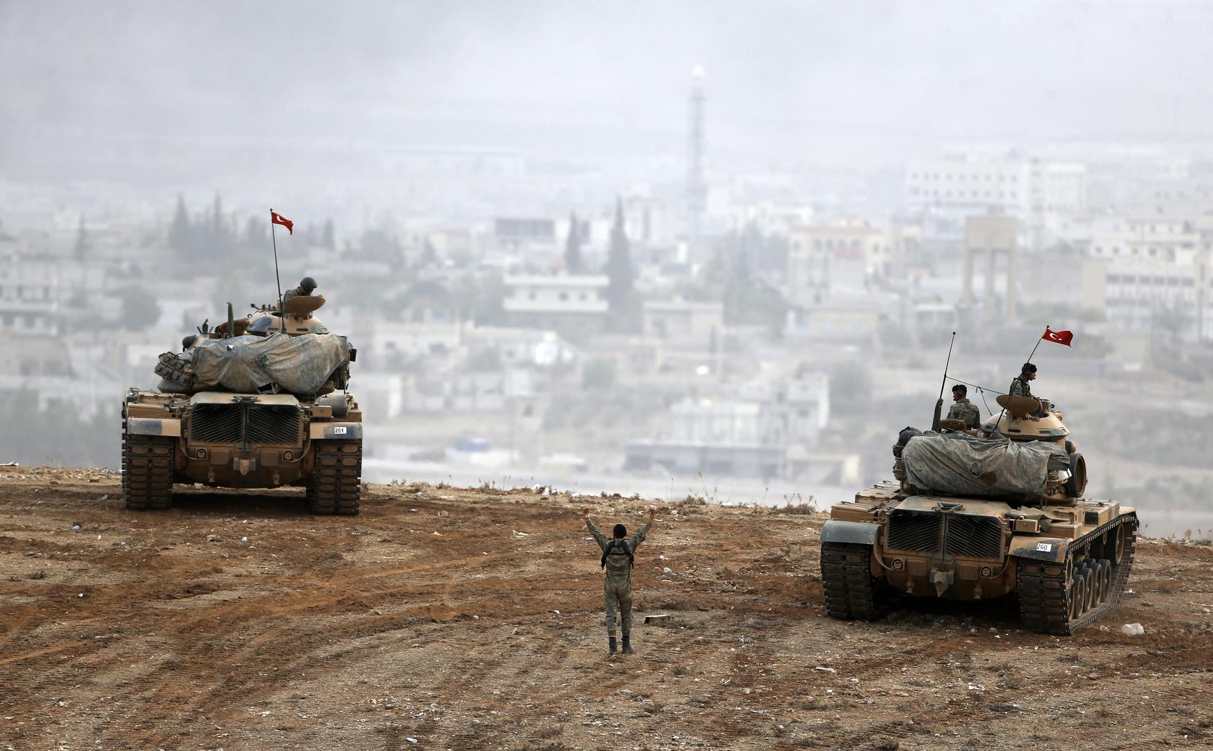 دبابات تركية عند حدود سوريا مقابل مدينة عين العرب - أكتوبر 2014