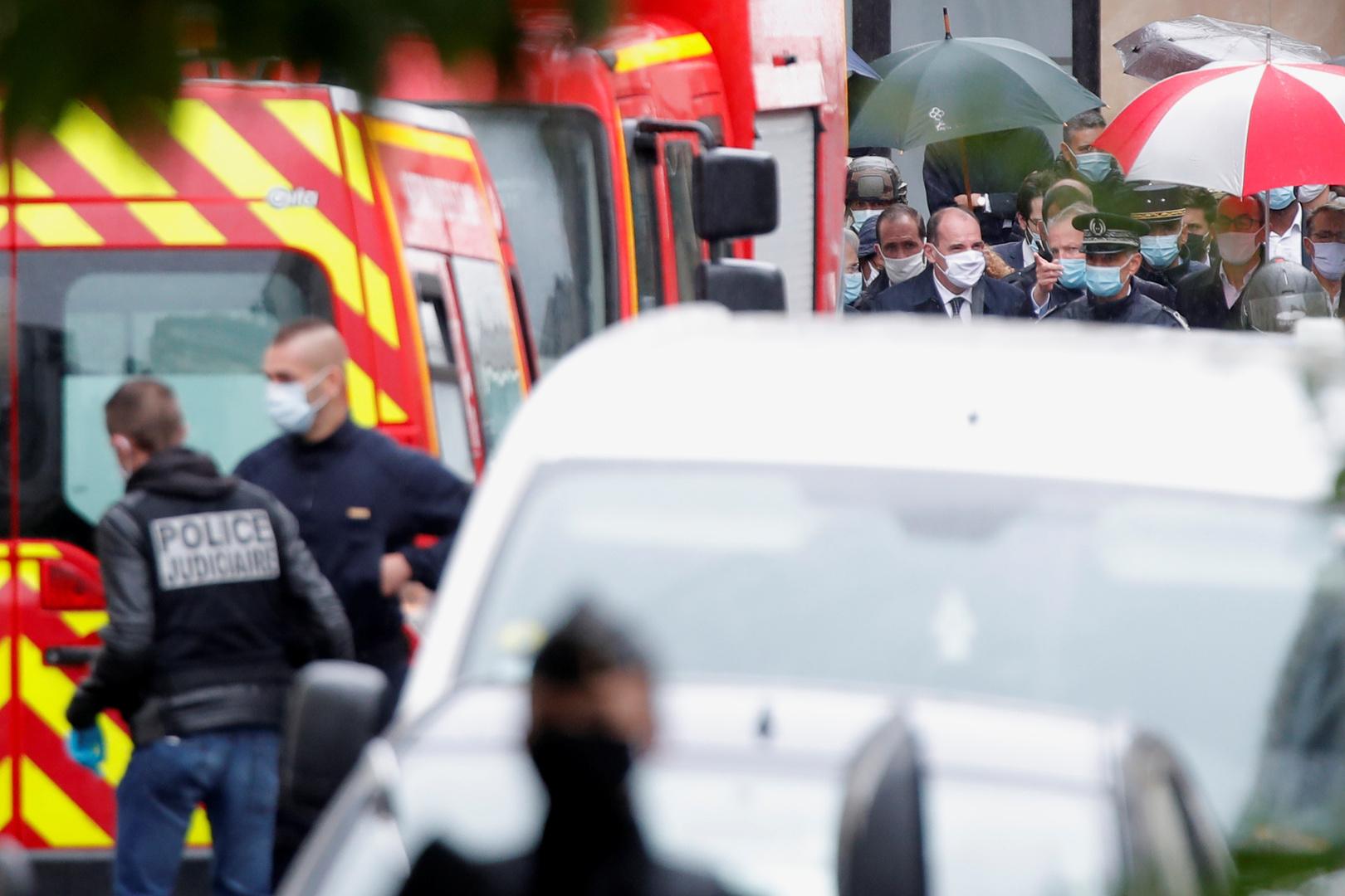 رئيس الوزراء الفرنسي جان كاستكس يصل موقع الهجوم قرب المقر السابق لمجلة