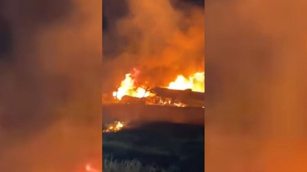 بالفيديو.. تحطم طائرة واحتراقها شرقي أوكرانيا