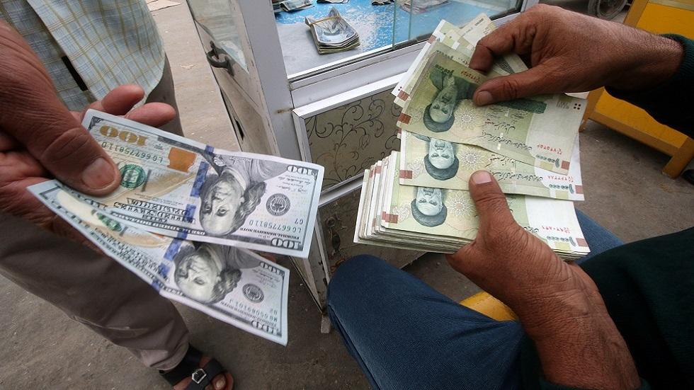 الريال الإيراني يتخطى حاجز 290000 للدولار الواحد