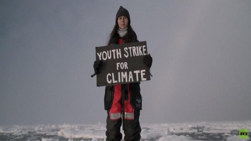 ناشطة تدعم حماية المناخ بطريقتها الخاصة