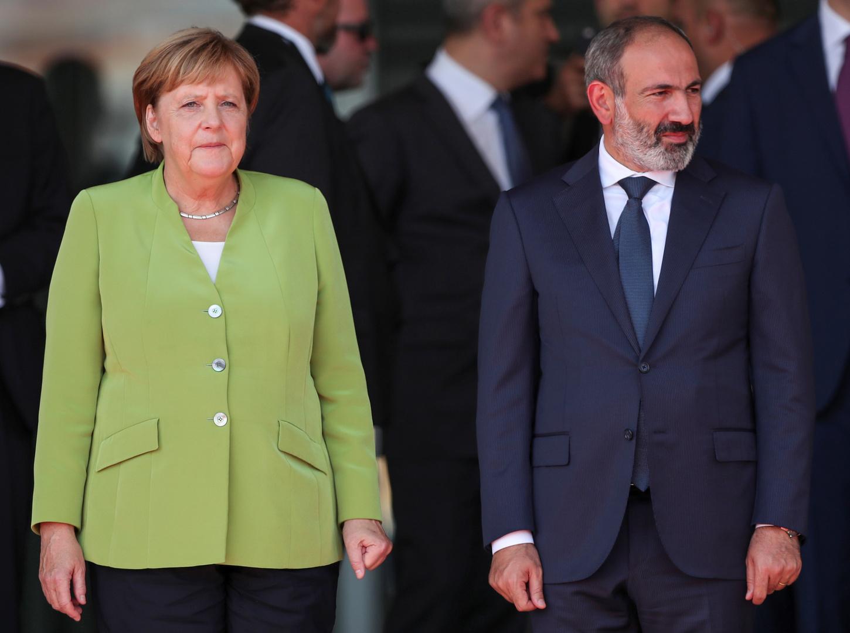 رئيس وزراء أرمينيا يدعو ميركل للضغط على تركيا بشأن قره باغ
