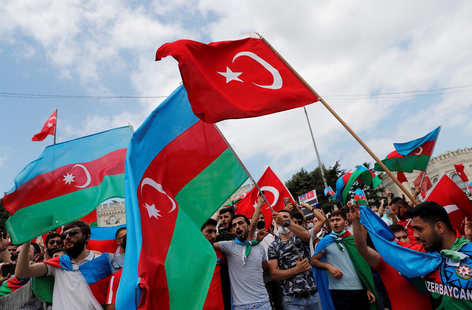 على لسان اثنين من المقاتلين: أنقرة تدعم أذربيجان بمسلحين سوريين موالين لها
