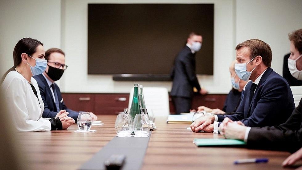 اجتماع الرئيس الفرنسي إيمانويل ماكرون وزعيمة المعارضة البيلاروسية سفيتلانا تيخانوفسكايا في فيلنيوس