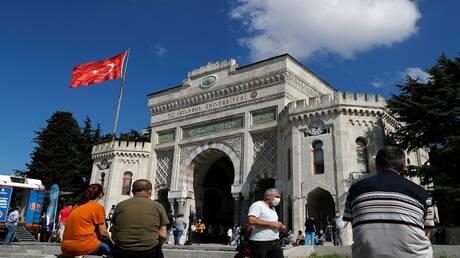 تركيا في مواجهة كورونا.. سجال متصاعد بين الساسة والأطباء